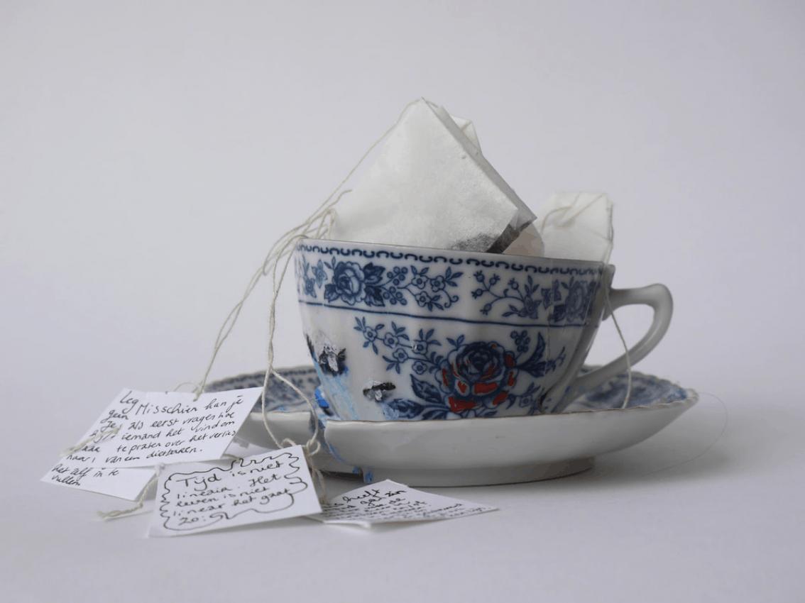A Tea Party with Broken Teacups, Caro de Feijter (oud-student iMAE ArtEZ)