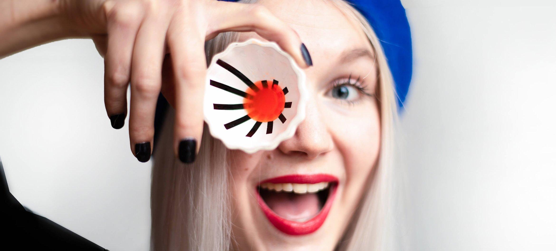 Alumna Grytsje Suze Abma ontvangt de voucher 'Gelderland valoriseert'