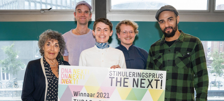 Juryvoorzitter Hanneke Groenteman samen met DIEHELEDING – Fotograaf: Jitske Nap