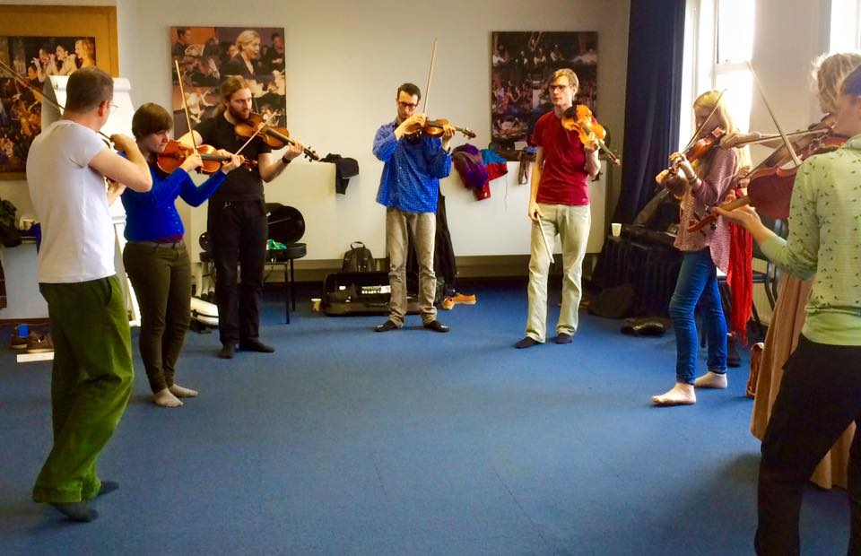 Oene van Geel in a group improv with our violin students.